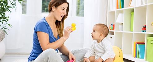 Mama lernt mit Baby sprechen