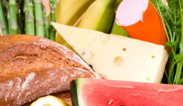 Verschiedenes Essen - Käse, Wurst, Brot, Gemüse, Obst