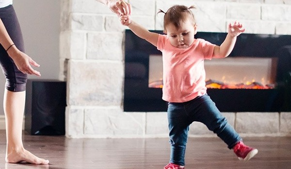 Ab wann Kinder laufen lernen: Die richtige Unterstützung - jetzt informieren!